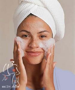 پاک کردن صورت با شیرپاکن یا صابون