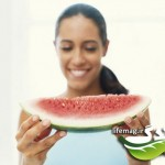0811-01_eat-headache-woman-watermelon_li