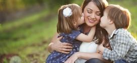 مادر. ای پرواز نرم قاصدک مادر. ای معنای عشق شاپرک ای تمام ناله هایت بی صدا مادر. ای زیباترین✨شعرخدا✨ دست تو بو💋سیدنی تقدیم به مادران