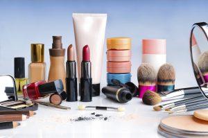چگونه لوازم آرایش فاسد را تشخیص دهیم