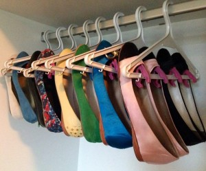 114x90x28297__clothes-hanger-shoes.jpg.pagespeed.ic.YtKu0mor5d